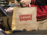 Levi Strauss&Co报告其第一财季的销售额出现两位数的下降