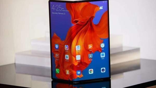 三星Fold S采用大屏幕设计,或支持双向折叠!