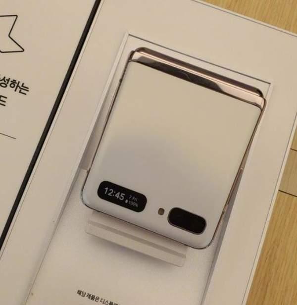 三星Galaxy Z Flip 5G颜色:新增白色版本