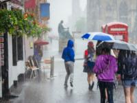 由于潮湿天气抑制需求英国客流量下降